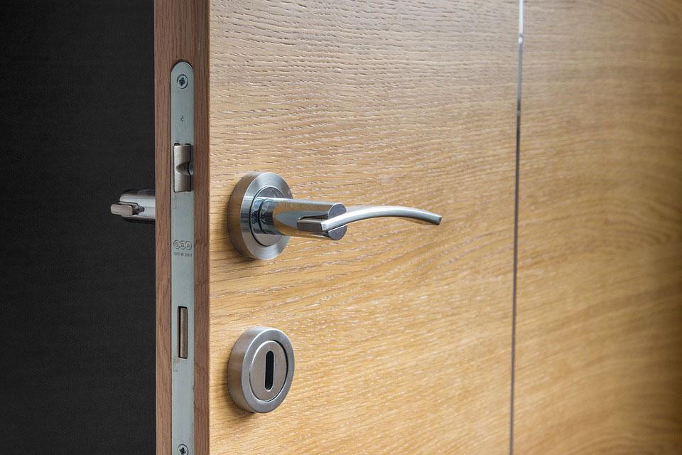 Puerta de seguridad madera